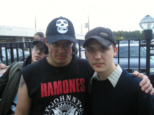 Jerry Only & Gleb (Braindead) (Sheremetyevo-2 Airport, Moscow, Russia 23.09.04)